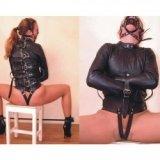 Verstellbare Zwangsjacke aus Leder für totale Kontrolle