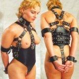 Bondage-Sklaven-Geschirr - unterworfene Frau