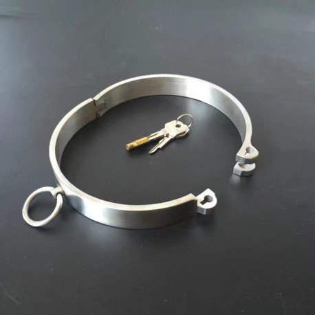 Collier soumission en métal avec serrure